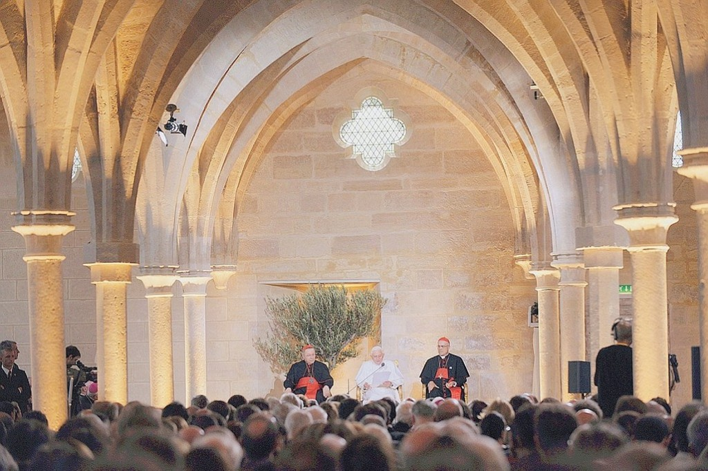 Benoit-XVI-un-pape-theologien_article_popin