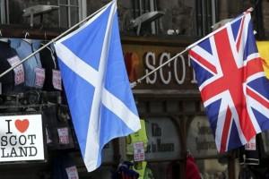 812449-drapeaux-ecossais-royaume-uni