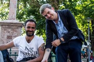 Pierre Jova (à dr.) et Nasir, réfugié chrétien de Syrie.