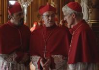 En saison 3, un nouveau conclave permet l'élection du plus conservateurs des cardinaux... évidemment !
