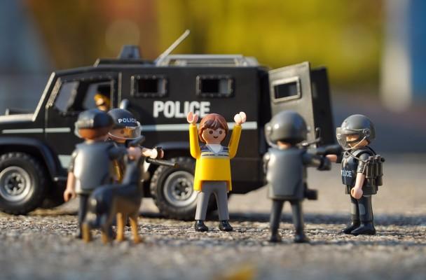 police-1073901_1920